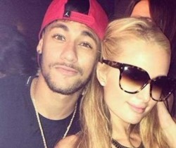 Neymar enjoys recovery time with Paris Hilton (2)